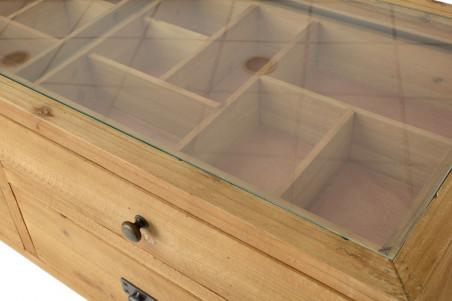 zoom sur la vitrine et tiroir avec des compartiments