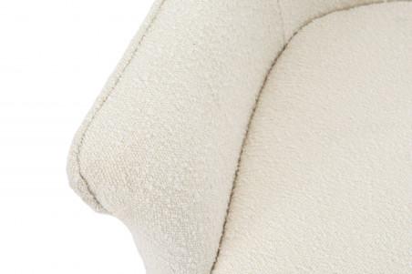 Zoom sur l'accoudoir du fauteuil en tissu bouclette blanc